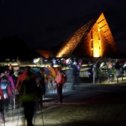 La nocturne : passage devant la chapelle